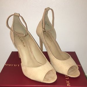 Woman's Liliana nude high heals